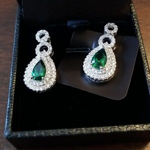 Emerald Green and White Drop Earrings.  GORGEOUS!
